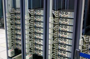 Serwery są coraz częściej wykorzystywane do przetwarzania informacji publicznej w administracji, co zwiększa jej dostępność (torkildr, CC BY-SA)
